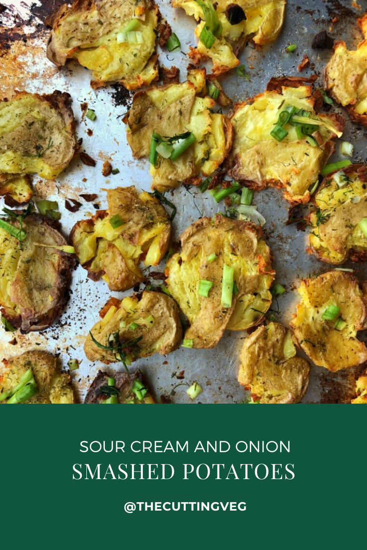 The perfect summer side, sour cream and onion smashed potatoes will remind you of your favorite bag of potato chips! You are not ready! #thecuttingveg #roastedpotatoes #smashedpotatoes #summersidedish #sourcreamandonion