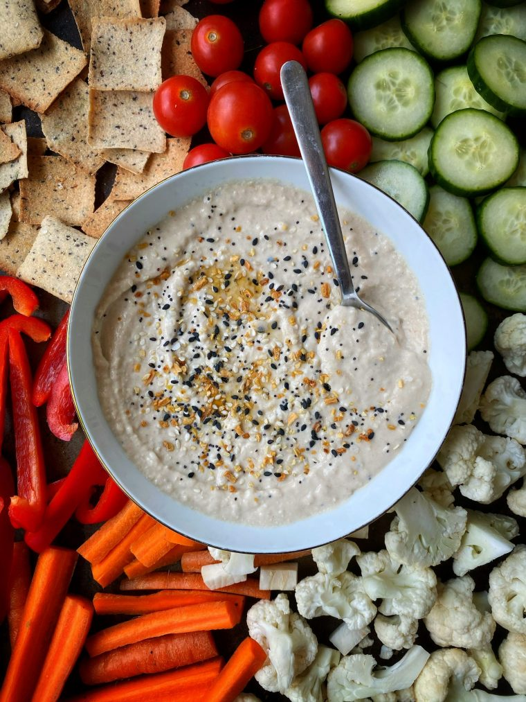 Everything Bagel White Bean Dip is the best little twist on your favorite bean based dip! Creamy white beans blended with sesame oil and plenty of spices, it is the best little appetizer for your next party! #thecuttingveg #eatrealgood #hummus #everythingbagel
