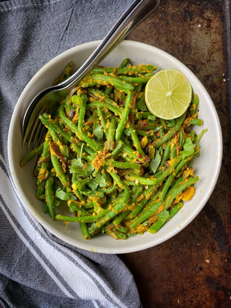 Here me out: these Chickpea Flour Green Beans are the perfect twist on a delicious, Indian spiced side dish for your next dinner! 10 ingredients and 15 minutes stand in the way between you and plant based perfection. Y'all are going to LOVE! #thecuttingveg #eatrealfood #vegan #plantbased #greenbeans